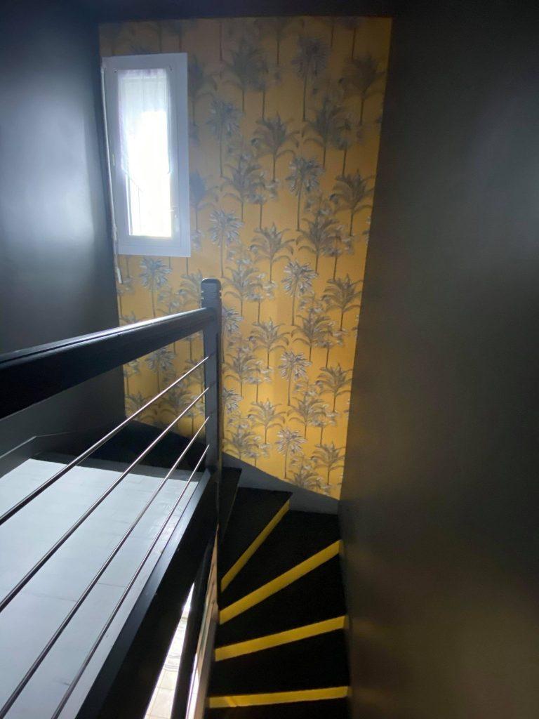 décoration cage d'escalier peinture et pose de papier